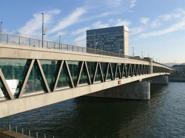 Dreirosenbrücke-Basel-Ansicht-Oberstrom-Untere-Ebene-Nationalstrasse-6-spurig